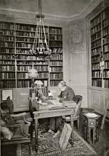 D.F. Scheurleer in zijn bibliotheek [Bron: Eene wooninge in de welcke ghesien worden veelderhande gheschriften, boecken, printen ende musicaale instrumenten (1913)]